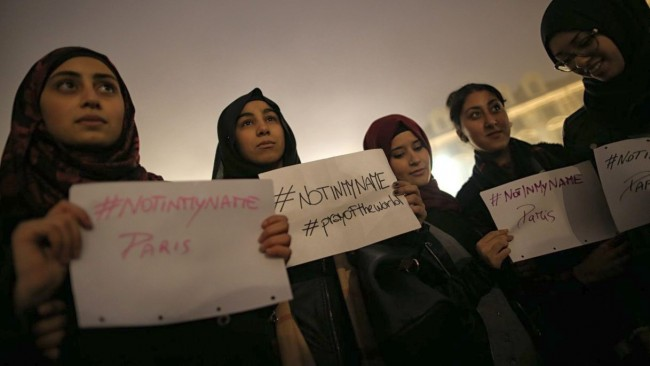 Hijabi-Muslim-girls-hold-posters-reading-NotinMyName-during-a-rally-in-tribute-to-the-victims-of-the-Paris-terror-attacks-650x366