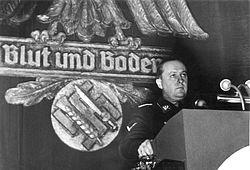 250px-Bundesarchiv_Bild_183-H1215-503-009,_Walther_Darré_bei_einer_Kundgebung