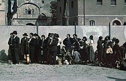 260px-Bundesarchiv_R_165_Bild-244-48,_Asperg,_Deportation_von_Sinti_und_Roma