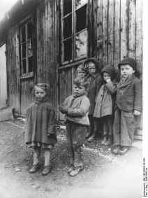 Bundesarchiv_Bild_146-1988-013-34A_Flüchtlingskinder